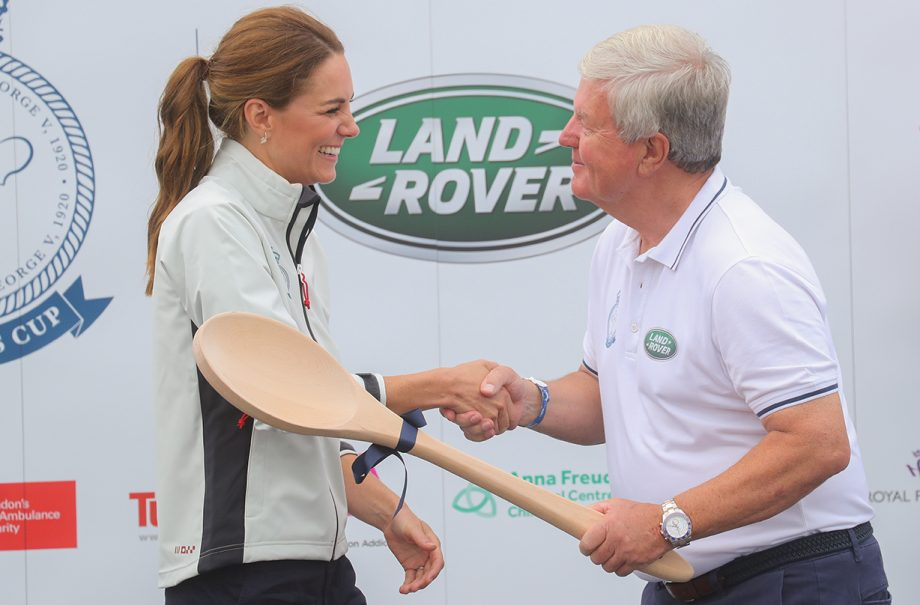Kate Middleton awarded with wooden spoon after losing regatta to Prince William