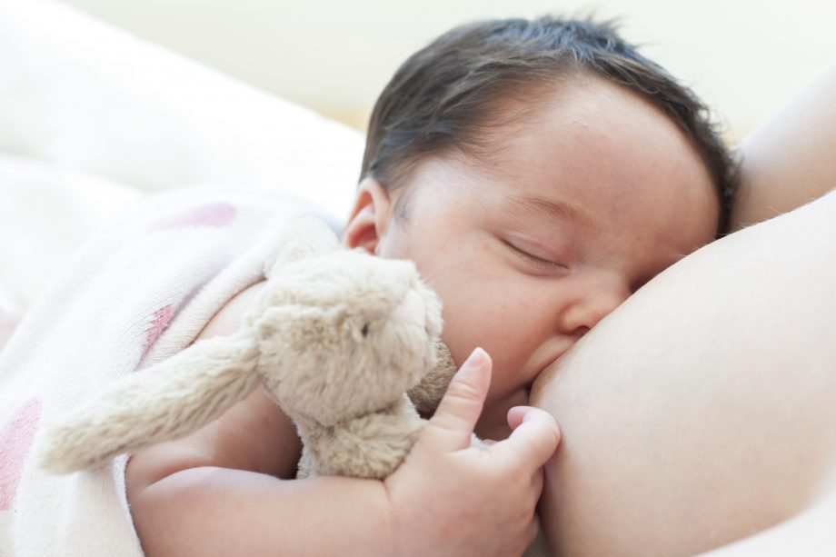 breastfeeding baby - dream feeding