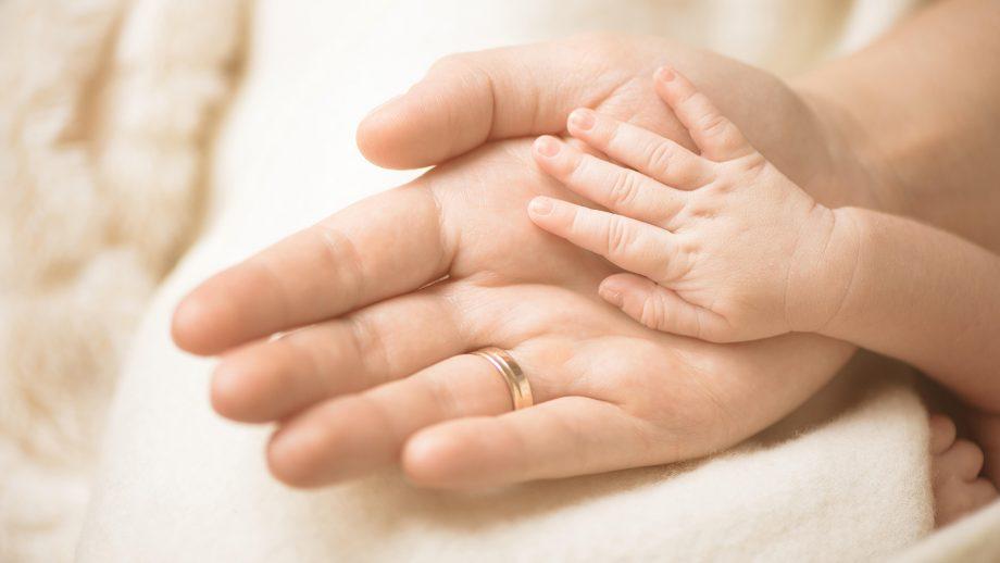 mum warns co sleeping dangers after baby daughter dies