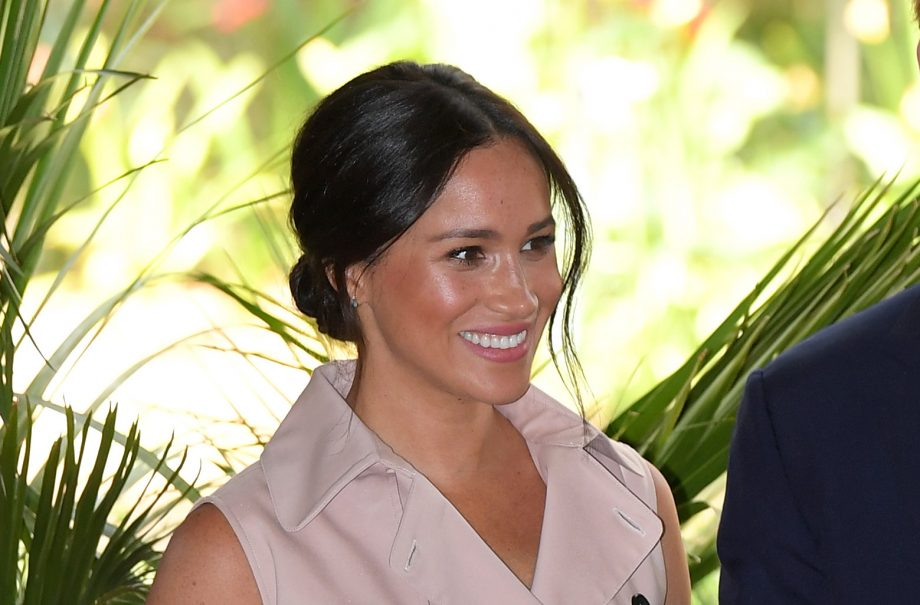 Royal fans are loving this video of Meghan Markle trying on a crown filter during South Africa trip