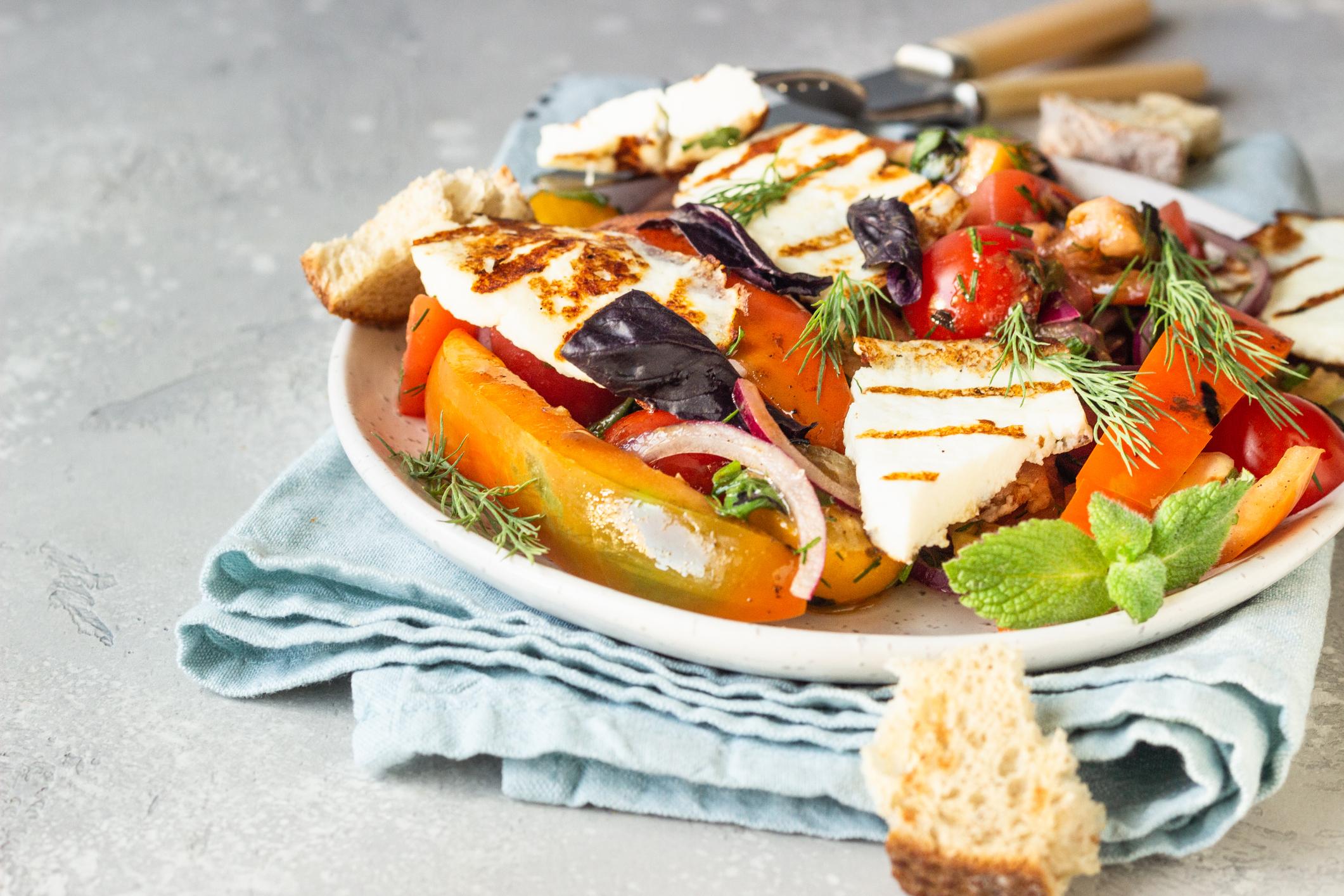Salade de légumes rôtis au halloumi