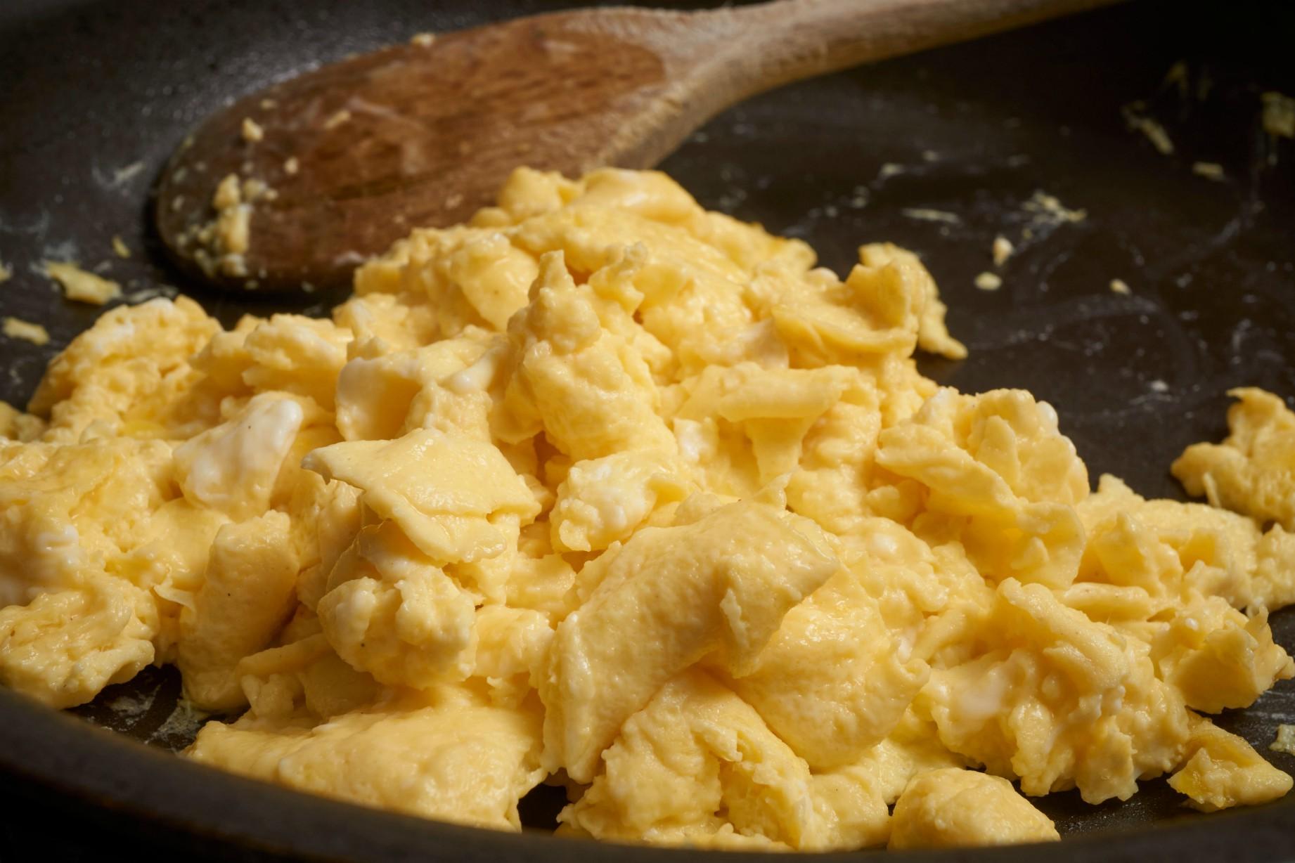 How to make scrambled egg