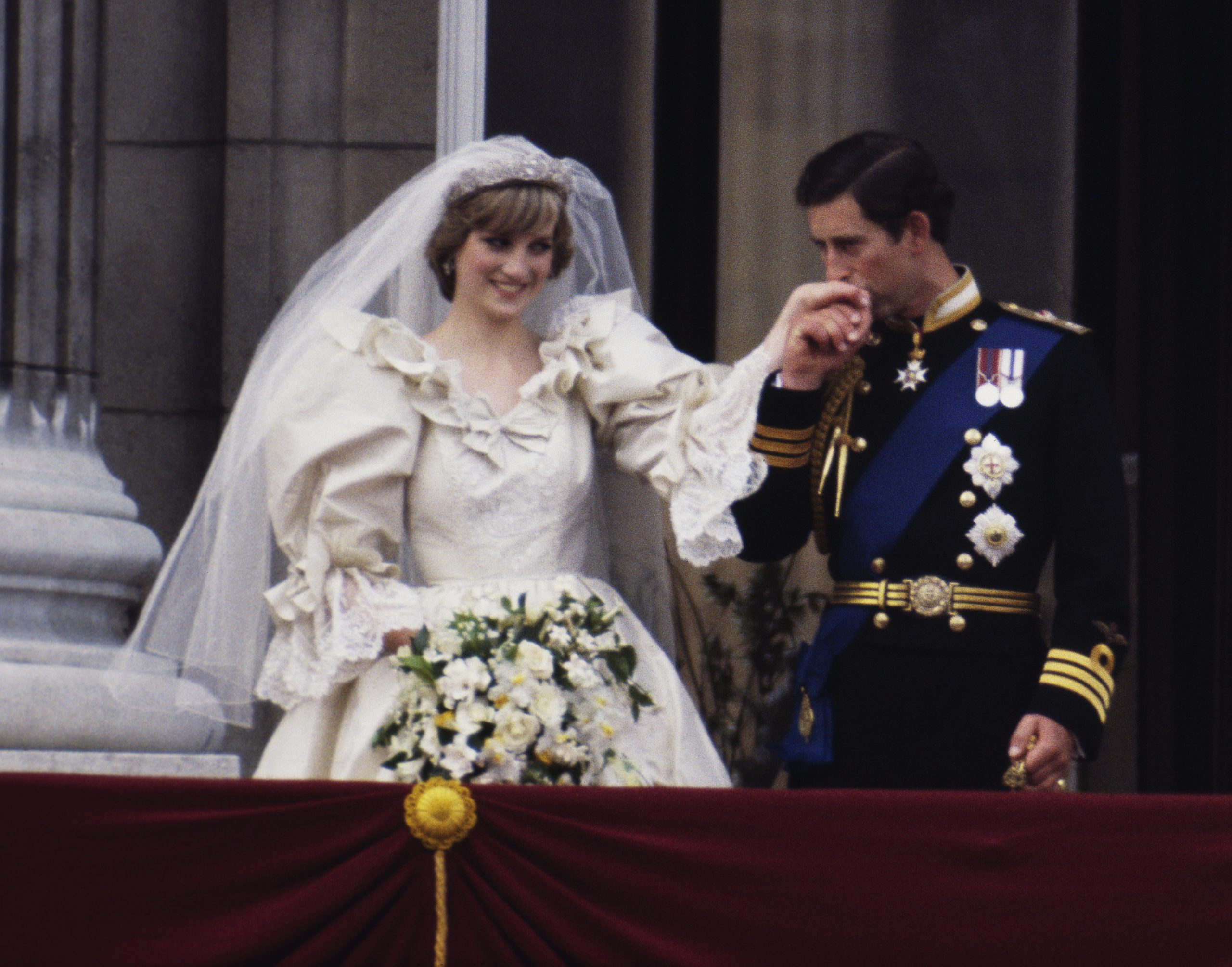 The Story Behind The Photo Princess Diana S Wedding Dress