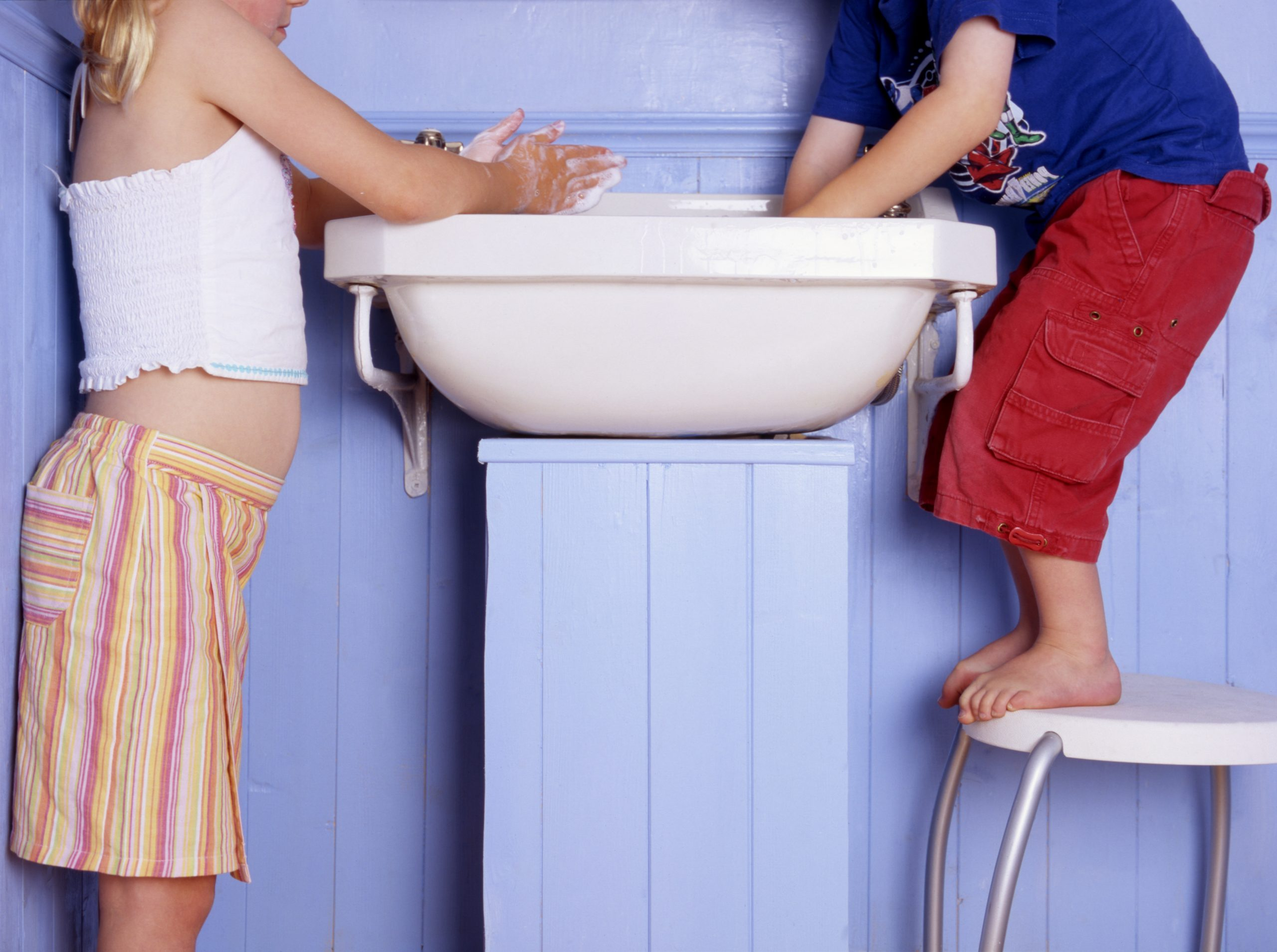 What are the OCD symptoms in children and why is lockdown causing OCD to rise? Children washing hands