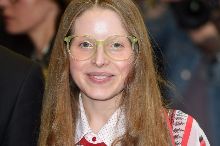 Harry Potter star Jessie Cave reveals she's pregnant with ...