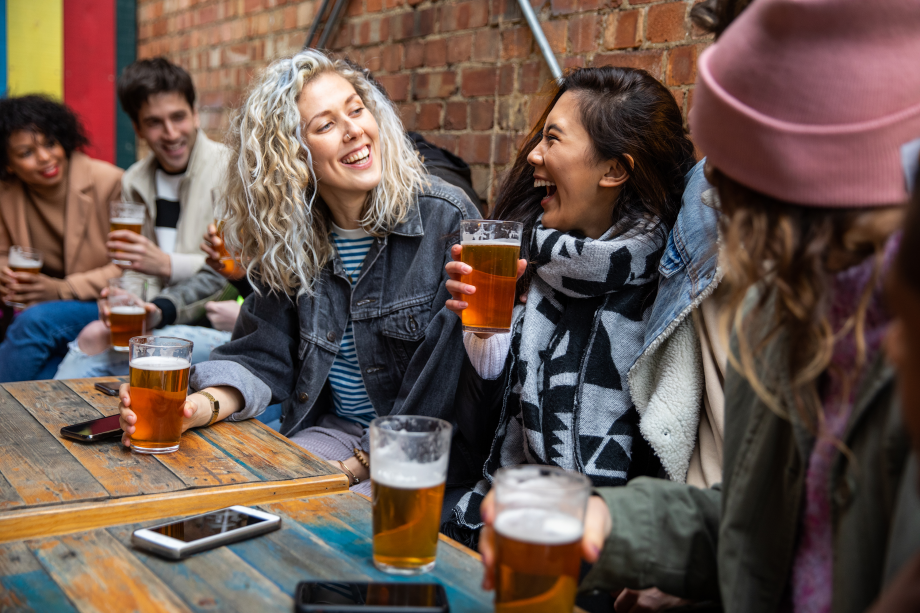 friends drinking at a pub - are pubs closing again?