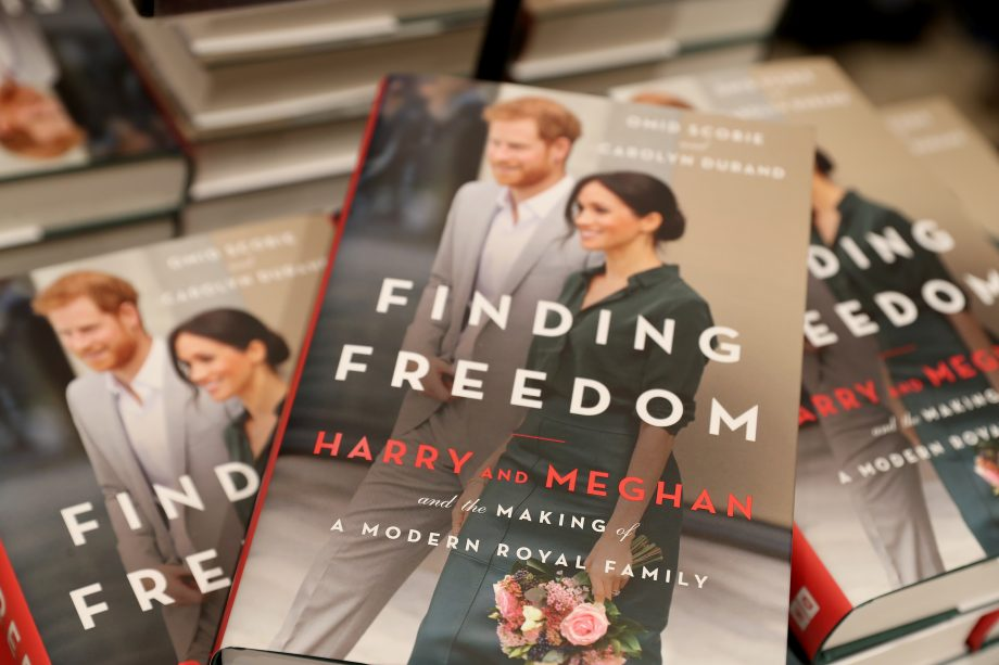 picture of the new finding freedom book, written by authors Omid Scobie and Carolyn Durand