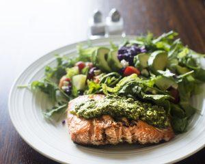saumon sur une assiette - fast800