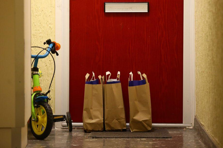 free school meals for children outside red door