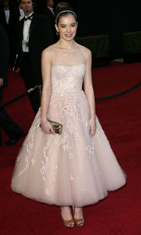 Hailee Steinfeld Wearing Marchesa At The Oscars 2011