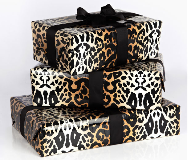 My Wardrobe Com S Super Cool Christmas Gift Wrap Look