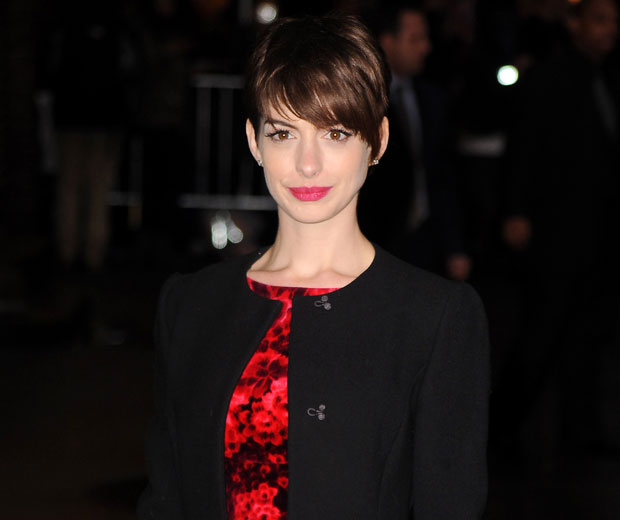 Anne Hathaway Kind: Anne Hathaway On Her Dress Malfunction: It Made Me Sad
