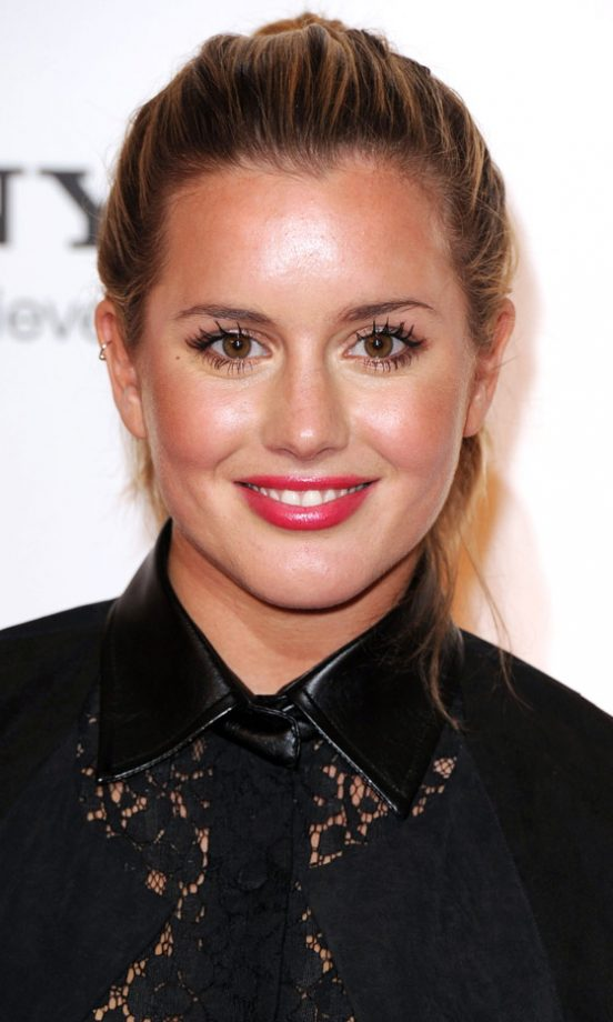 Cringiest Makeup Tutorials Of All Time: Caggie Dunlop Shares Her Style And Beauty Secrets With