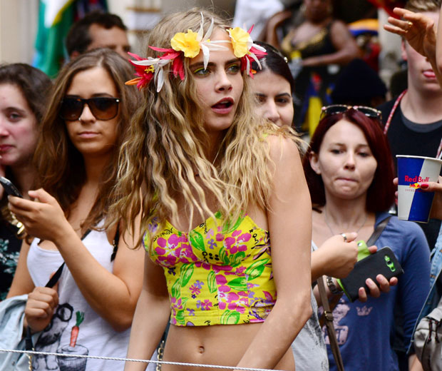 It S Model Home Monday And We Re Loving This Look At: Cara Delevingne Gets Her Twerk On At Notting Hill Carnival