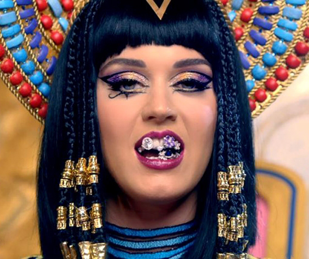 Katy transforms into a foxy Cleopatra in her new Dark Horse video