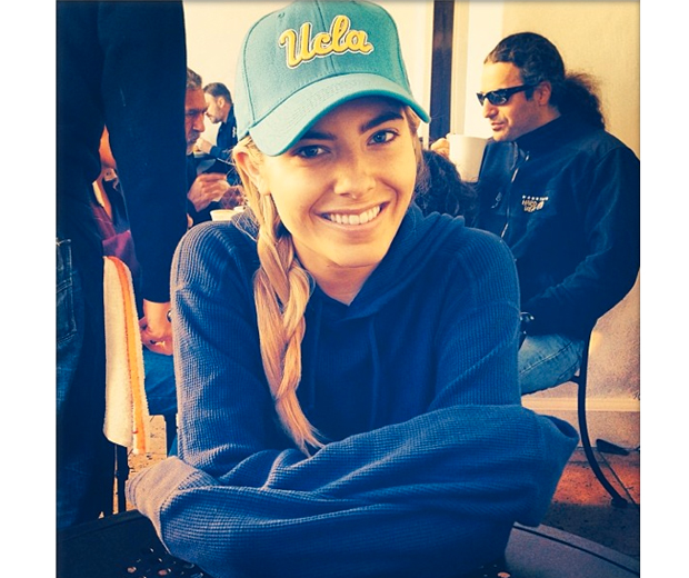 Mollie looked like the hottest university student on campus in her low-key sports look