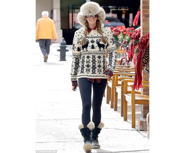Elle Macpherson rocking her Sorel snow boots