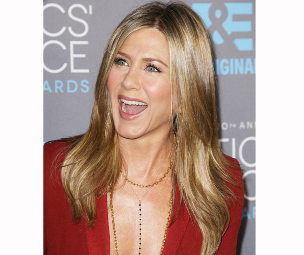 Who Knew Jennifer Aniston Uses This On Her Skin? | Look