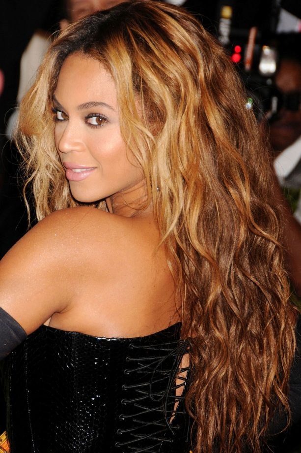 Ombre hair the hottest celebrity styles look beyonc rocks the reverse ombre look 2013 urmus Gallery