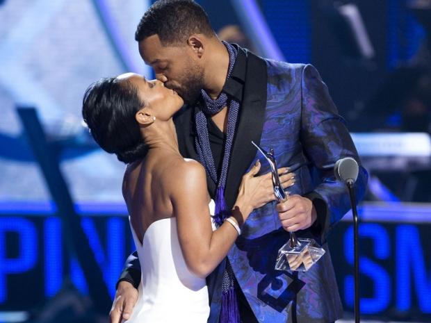 WIll Smith and Jada Smith kiss public