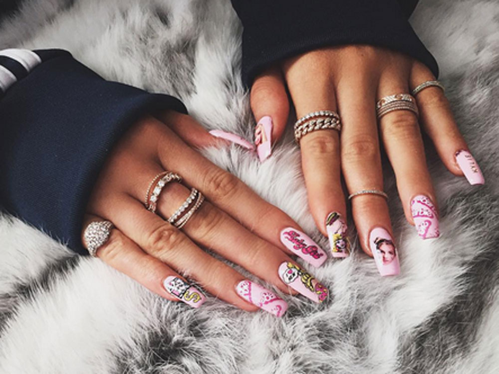11 Problems Every Girl Who\'s Had Fake Nails Will Know | Look