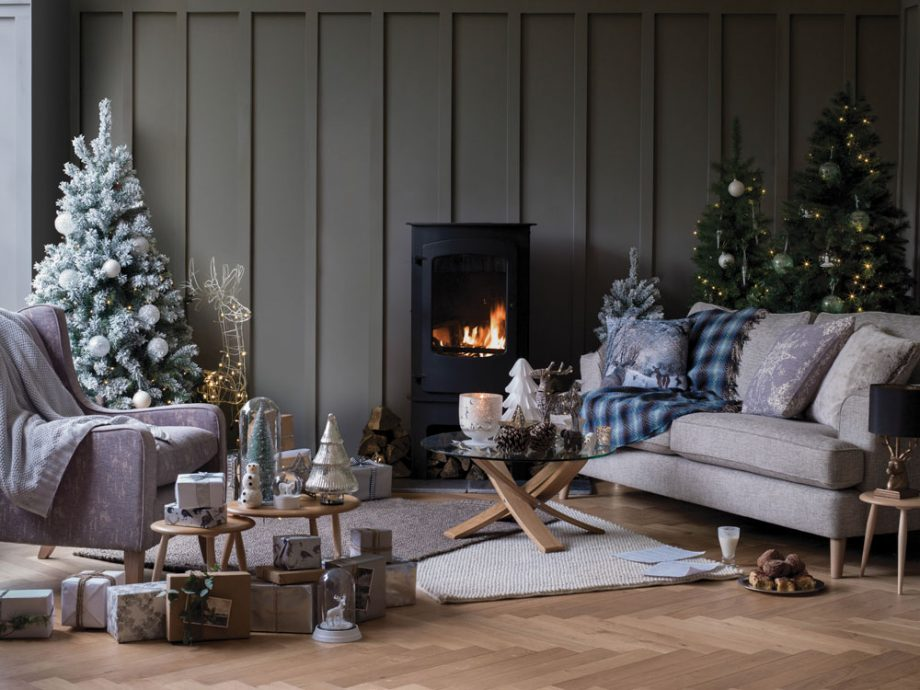 M&S have some lovely Christmas decoration ideas...