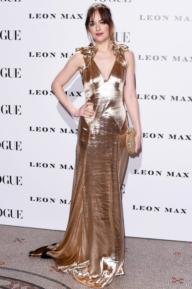 Dakota Johnson Goes For Gold In Metallic Marc Jacobs At The How To Be Single Premiere, 2016