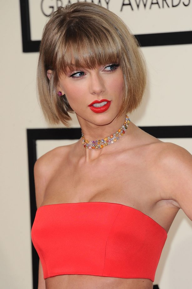 Taylor Swift Rocks A Colour Pop Lip At The Grammys, 2016