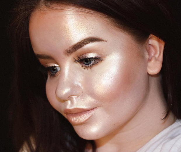 Beauty Bloggers Are Living For This Full Glow Challenge Look