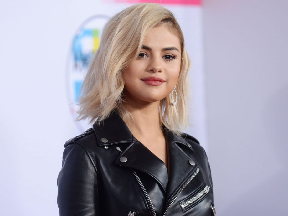 You Wont Believe How Long Selena Gomezs New Blonde Hair Took To