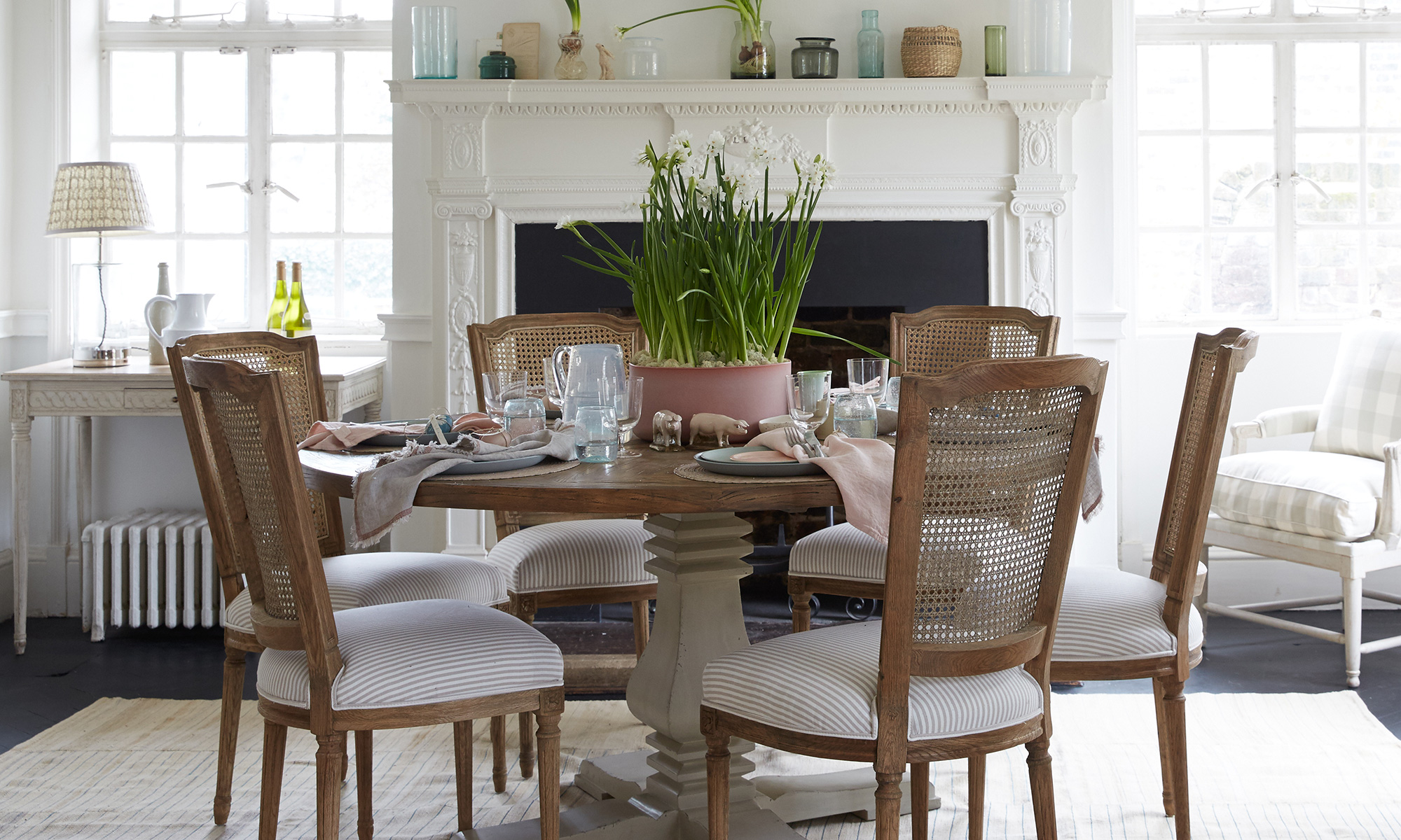 Easter table decoration ideas using gentle tones
