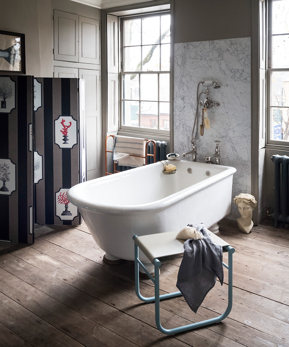 Classic bathroom with beautiful artefacts | Homes & Gardens